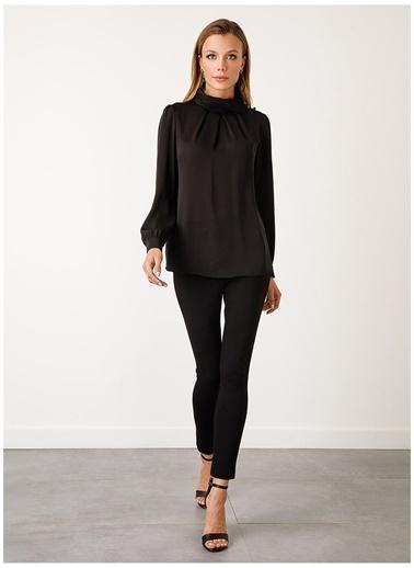 Ekol Ekol 30280727 Uzun Kollu Yuvarlak Yak Taşlı Kadın Bluz Siyah